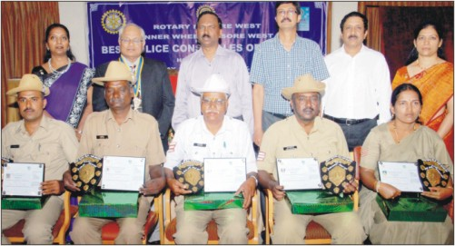 City Police Commissioner K.L. Sudheer, who presented the Best Police Constable awards to (sitting from left) Gurudevaradhya, Rame Gowda, Venkata Ramu, Babu Lokanath and Vanajakshi, at a function in city last evening, is seen with Inner Wheel West President Thein Perumal, Rotary West President Rtn. V.N. Prasad, Secretary Rtn. V.G. Nagaraj, Rtn. Dr. Jayaram and Inner Wheel West Secretary Jyothi Mukesh.
