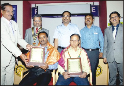Dr. H.M. Rajashekara, renowned Political Science expert, is seen presenting the award to K.H. Chandru (left), Senior photo-journalist and B.S. Prabhurajan, Special Correspondent, UNI, at Rotary Centre on JLB Road here yesterday as Rotary Midtown President Rtn. S. Bhanuchandran, donors of the award Rtn. S. Raghavendra and Rtn. M.S. Naveena Chandra and Secretary Rtn. Dr. K.A. Prahlad look on.