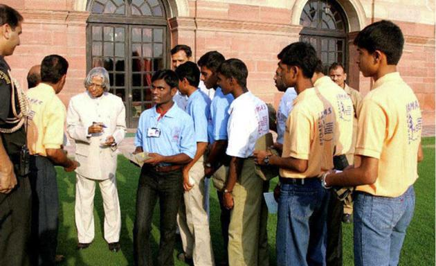 Speech, hearing and visually impaired students, and children from tribal communities in Karnataka, who were on their maiden expedition to the Himalayas, interacting with the then President A.P.J. Abdul Kalam at the Rashtrapati Bhavan in Delhi in 2006. Photo: Special Arrangement