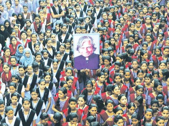School and college students paying homage to the former President A.P.J. Abdul Kalam at a condolence meet in Mangaluru on Tuesday. Photo: K.S. Manjunath. / The Hindu
