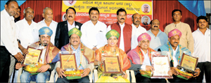 Sitting from left: AKKA Vice-President Sharath Bhandari, founder-President Amarnath Gowda, Joint Secretary Yamuna Nagaraj, incumbent President Raj Patil and former President Dr. Halekote Vishwamitra, who were felicitated at a function organised by Kannada Abhimani Balaga in city on Wednesday, are seen with folklorist Prof. Kalegowda Nagawara, former MP A.H. Vishwanath, writer Gubbigoodu Ramesh and others.