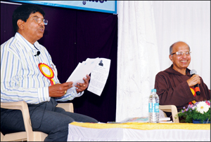 Senior Konkani litterateur Rev, Fr. V.J. Menezes seen interacting with writer and poet Valli Vagga (right) during the Konkani Literature Fest at Konkan Bhavan in city this morning.