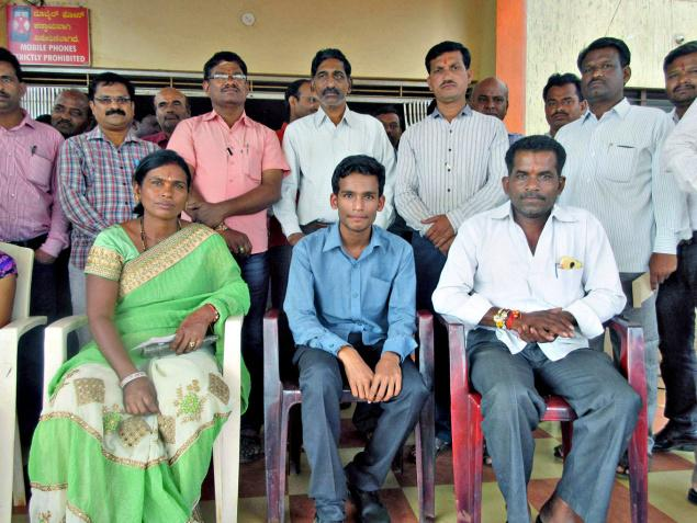 Dinesh Rajkumar, who got 31st rank in NEET, with his parents in Sri Channabasaveshwar Gurukul in Karadyal in Bhalki on Thursday