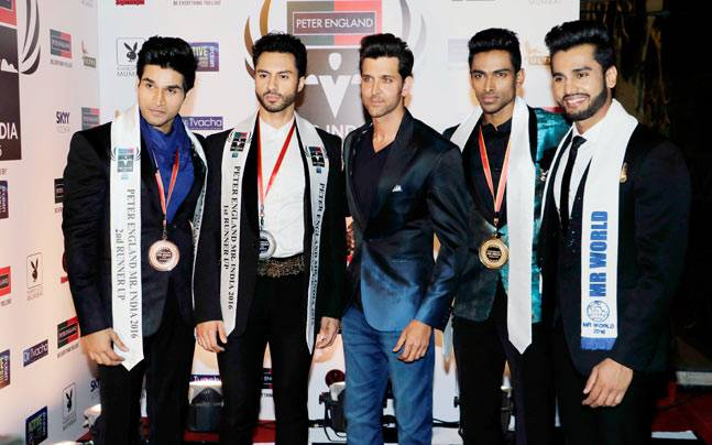 Hrithik Roshan and Mr World Rohit Khandelwal, with Mr India World, Vishnu Raj S Menon, and the runners-up. Photo: Yogen Shah